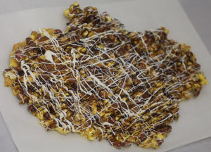 Old Fashioned Popcorn Peanut Brittle